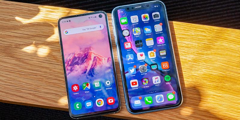 طراحی گوشی های iphone xr و galaxy s10e